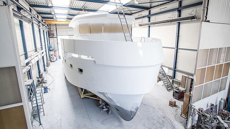 Lynx YXT 24 Evolution yacht under construction