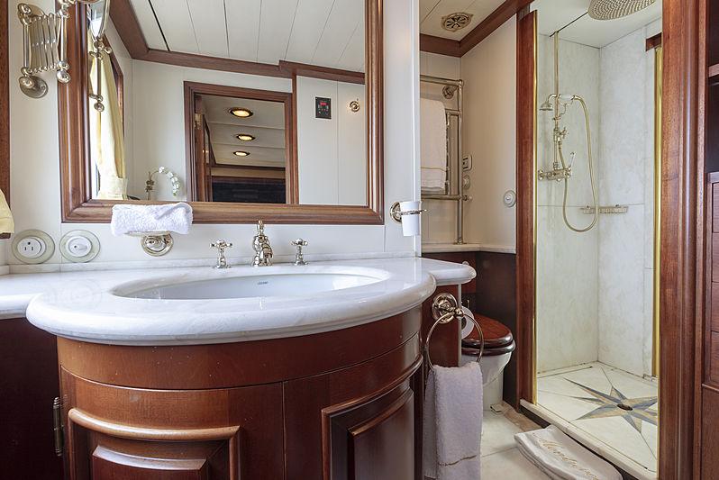 Montrevel yacht bathroom