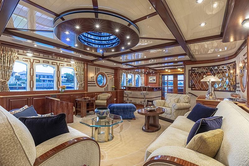 Nadan yacht saloon