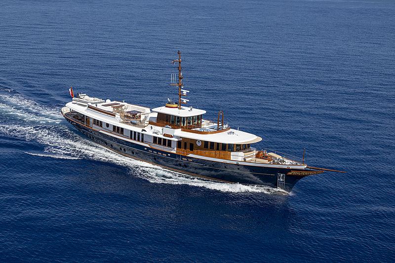 Nadan yacht cruising
