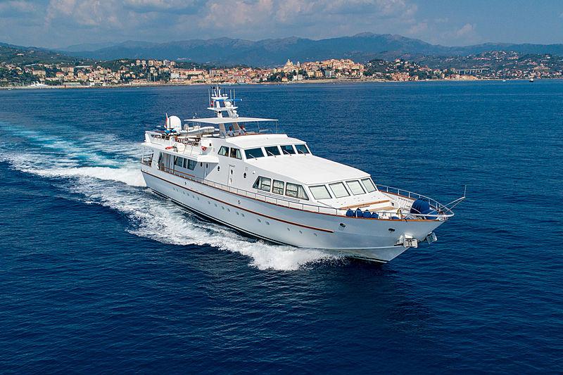 Nauta yacht cruising