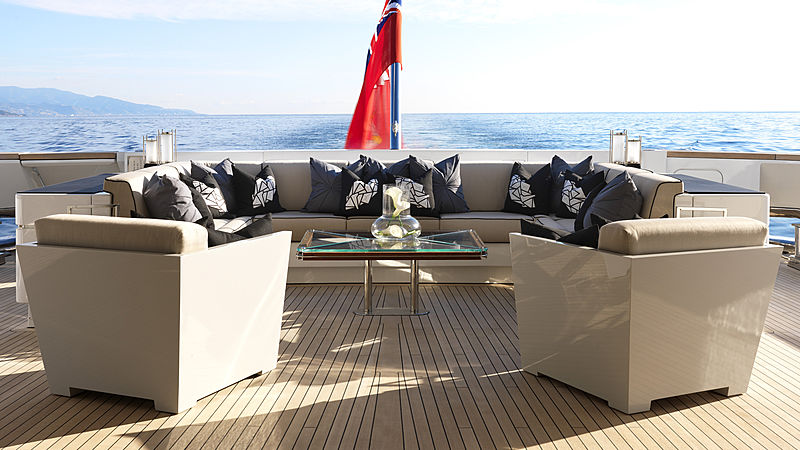 Sealyon yacht aft deck