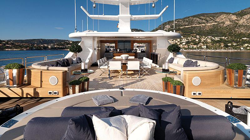 Sealyon yacht sundeck