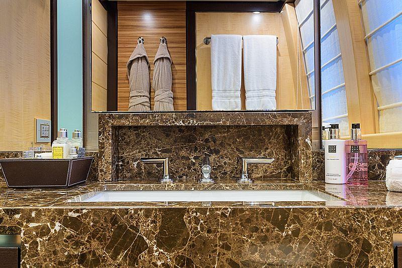 Lisa IV yacht bathroom