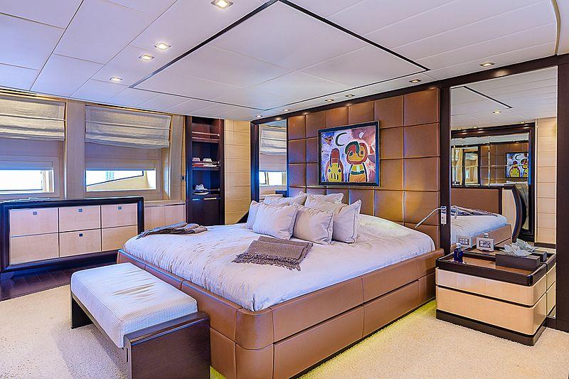 Lisa IV yacht stateroom