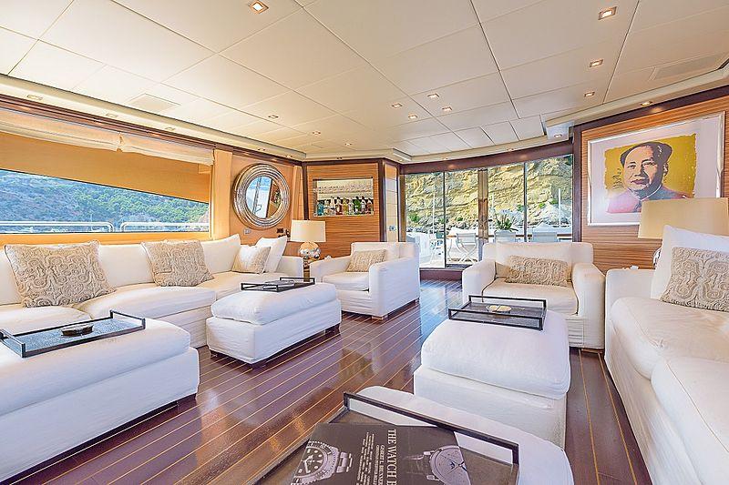Lisa IV yacht saloon