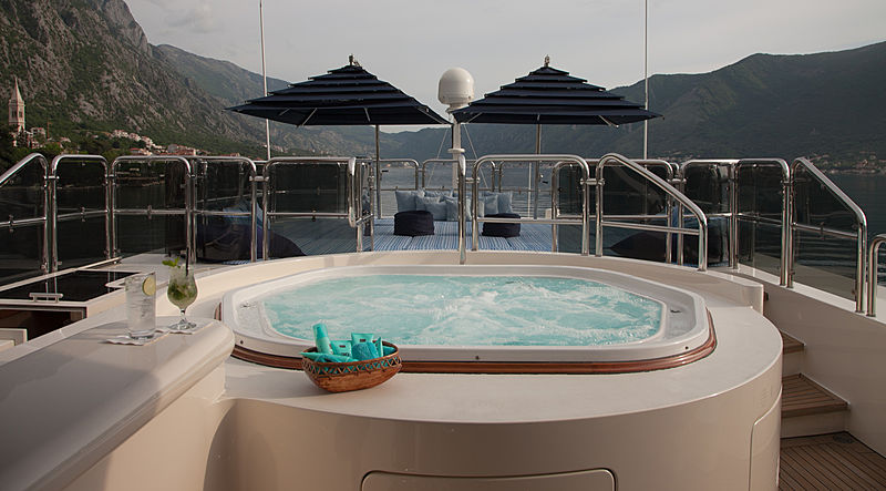 Jo yacht jacuzzi