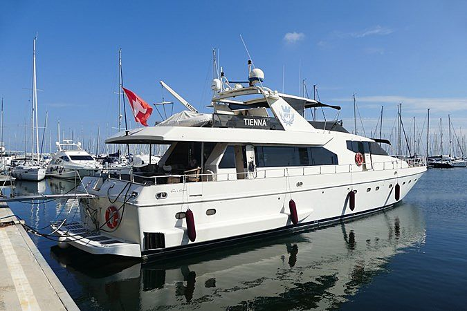 TIENNA yacht Couach
