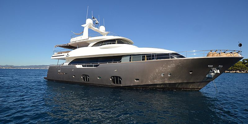 Saudades yacht anchored