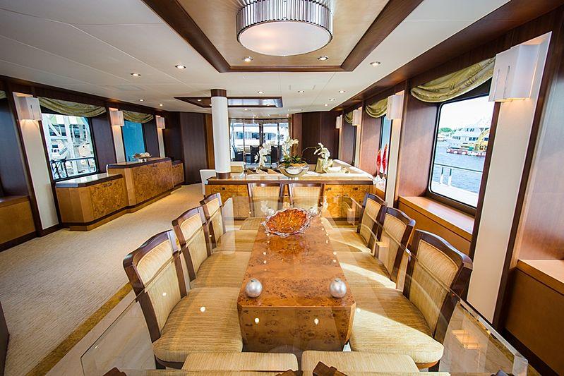 Dream Weaver yacht dining