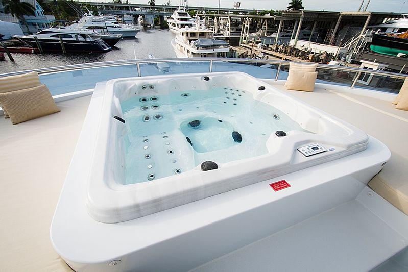 Dream Weaver yacht jacuzzi