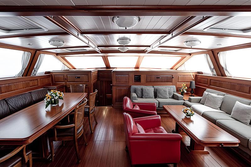 Path yacht saloon