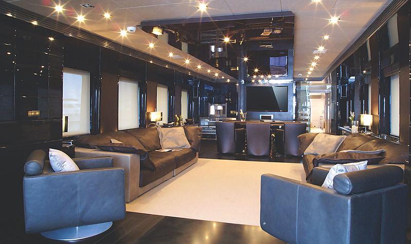 RL Noor yacht saloon