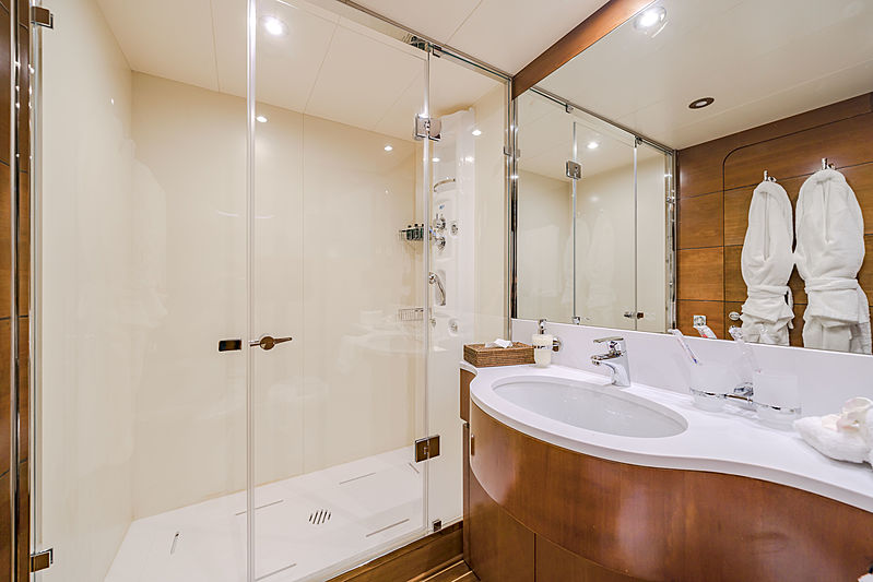 Fiorente yacht bathroom
