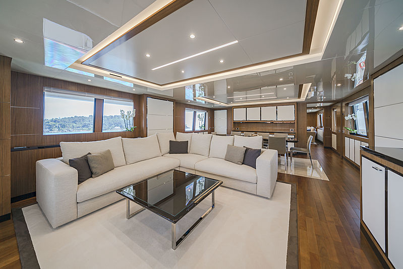 Fiorente yacht saloon