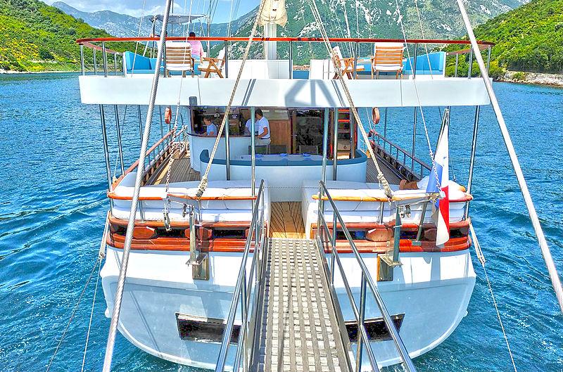 White Swan yacht stern