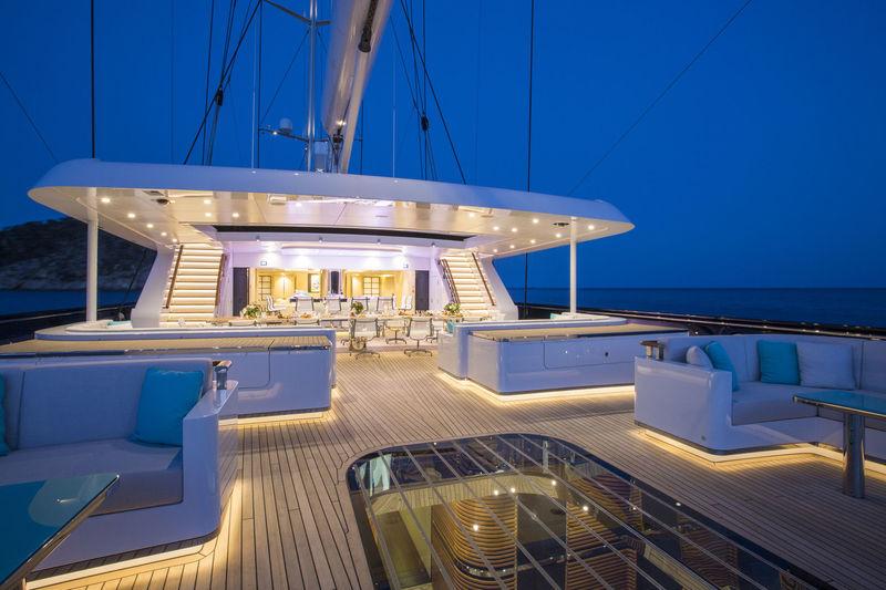 Aquijo main deck