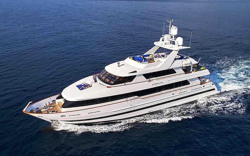 Castellina yacht cruising