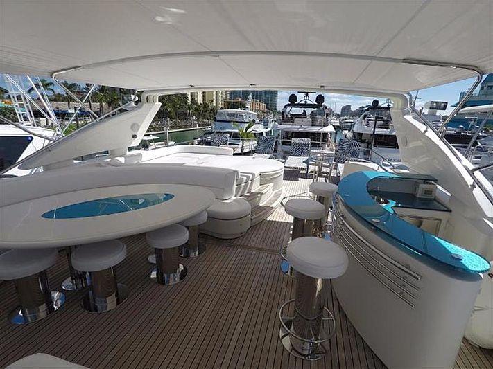 Free Wind II yacht deck