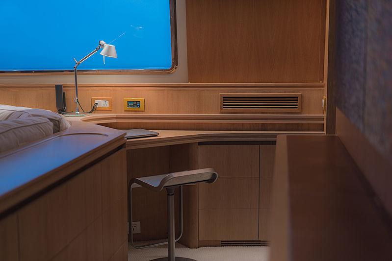 Aveline yacht study desk