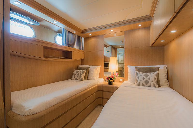 Aveline yacht twin cabin