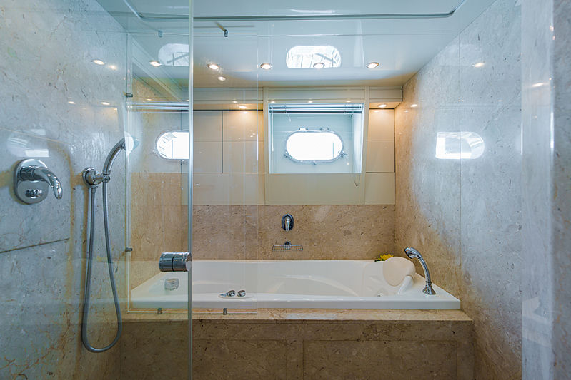 Aveline yacht bathroom