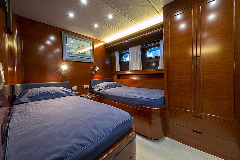 Crowbridge yacht twin cabin