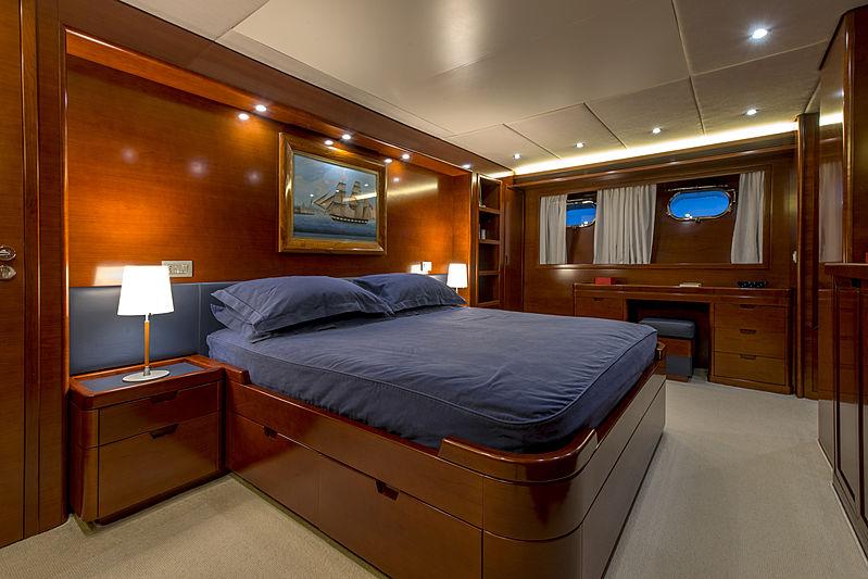 Crowbridge yacht cabin
