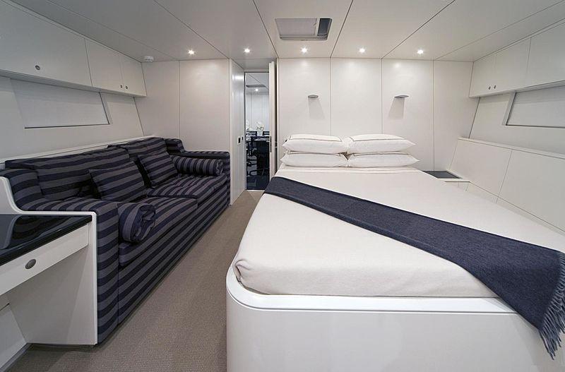 Dark Shadow yacht single cabin