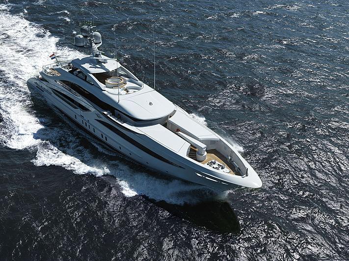 Glavas yacht by Heesen Yachts cruising