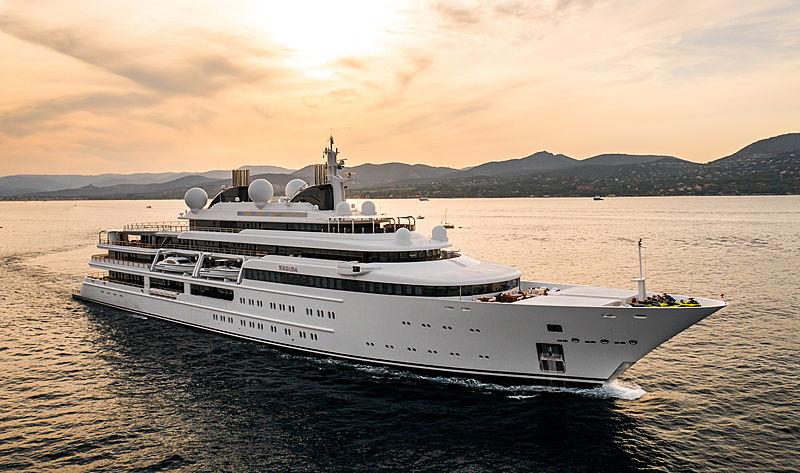 Katara yacht cruising in St Tropez