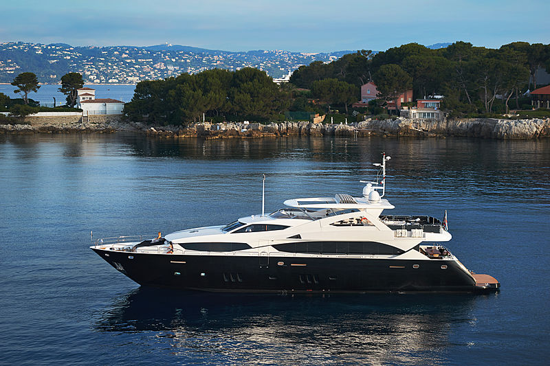 BLACK AND WHITE yacht Sunseeker