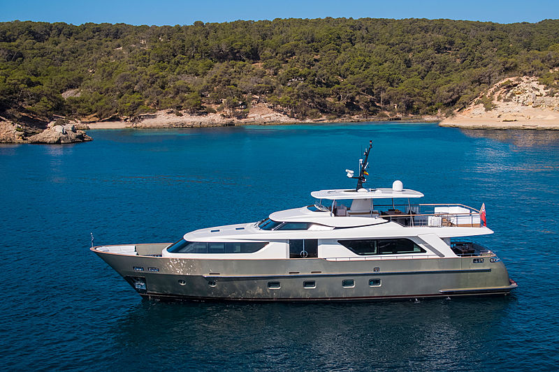 Saspa yacht anchored