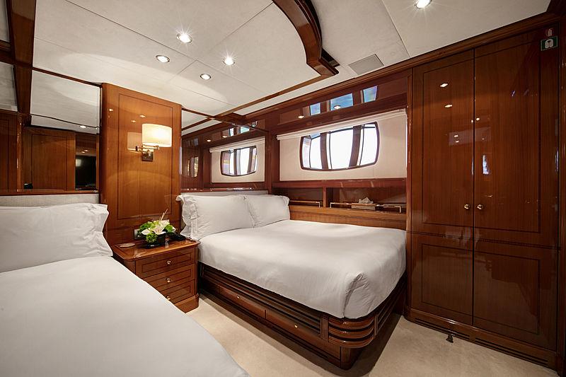 Farfallina yacht twin cabin