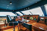 Farfallina yacht wheelhouse