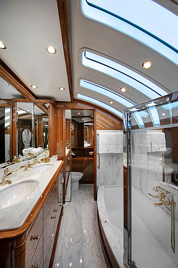 Farfallina yacht bathroom