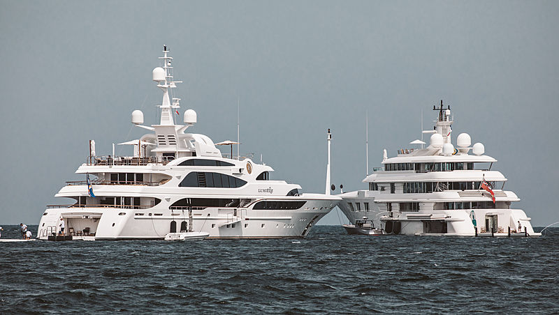 Lumiere II & Lady E yachts in Cannes