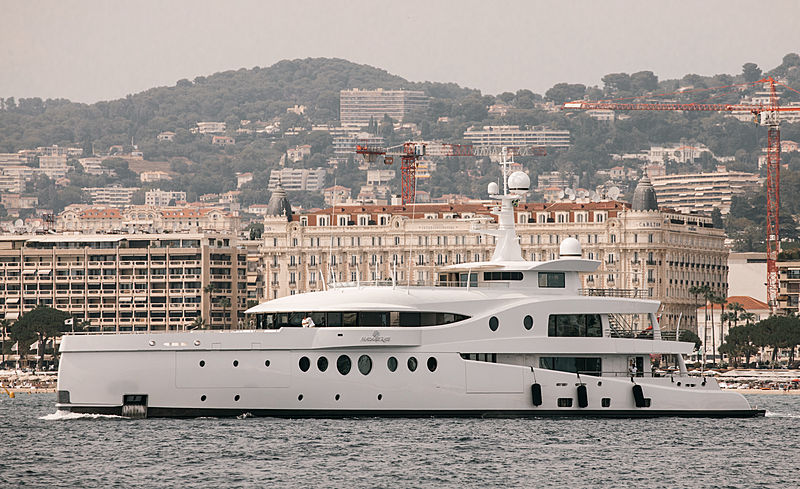 Madame Kate yacht in Cannes