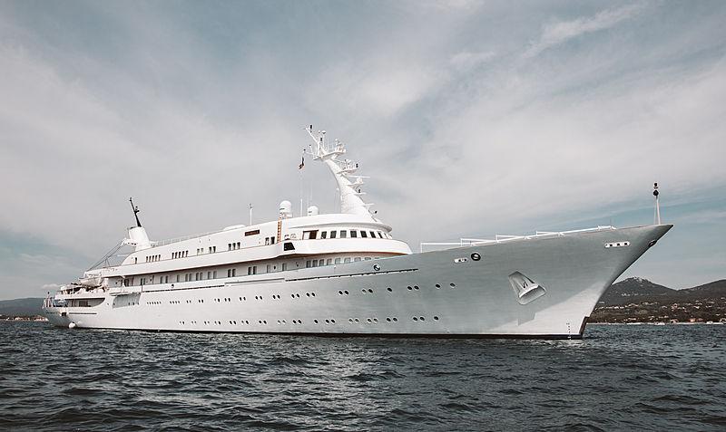 Atlantis II yacht in Saint-Tropez
