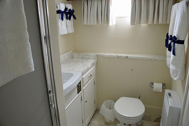 Aurore yacht bathroom