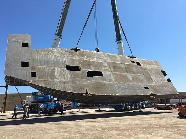 Italian Vessels Enjoy 93.9 yacht hull turning