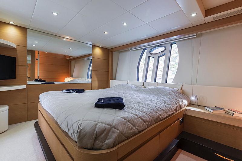 Lounor yacht master cabin