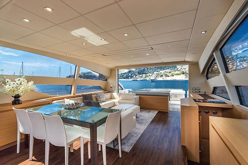 Lounor yacht saloon
