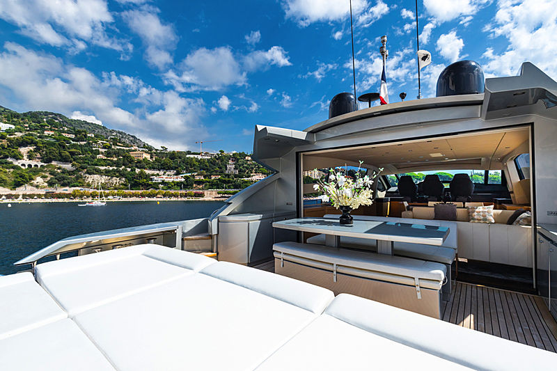 Lounor yacht deck