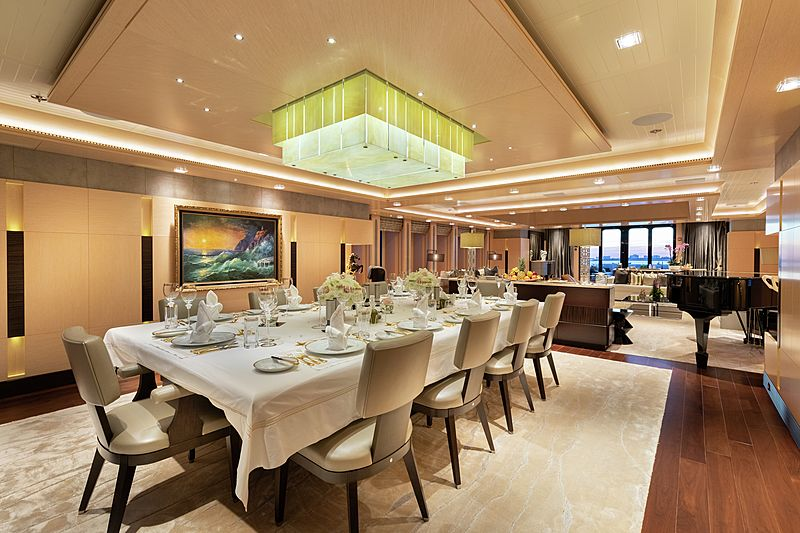 Honor yacht dining room