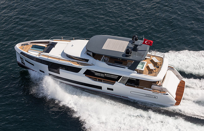 Sirena 88 RPH yacht running