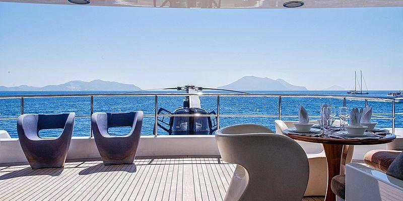 T6 yacht aft deck