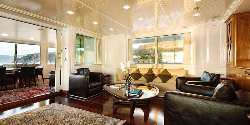 T6 yacht saloon