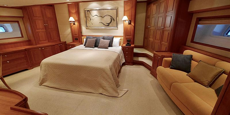 Zalmon yacht stateroom