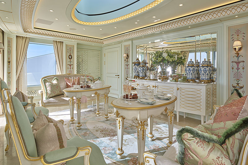 Tis yacht saloon